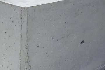 Ein fertige Beton-Mauer aus getrocknetem und gehärtetem Beton