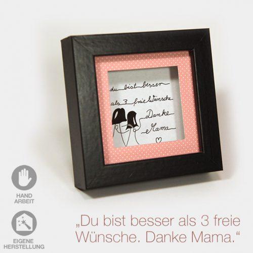 """Kleiner Geschenk-Rahmen zum Muttertag """"Du bist besser als 3 freie Wünsche"""". Schwarzer Rahmen mit rosa Passpartout und handgeschriebenem Text."""