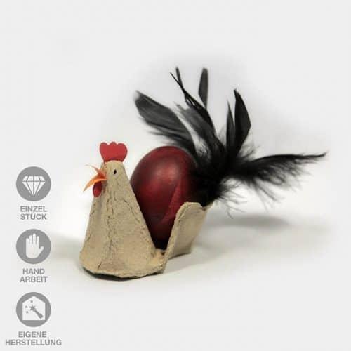 in Handarbeit gefertigte Oster-Hühner aus Eierkarton mit echten Federn