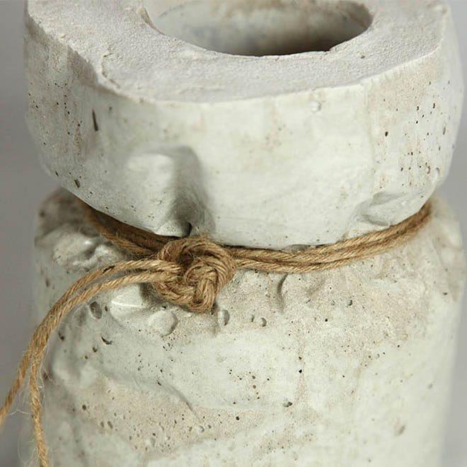 Deko-Objekt Beton-Sack als Vase mit Kordel