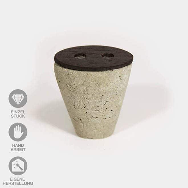 Konische Beton-Vase mit Holz kombiniert