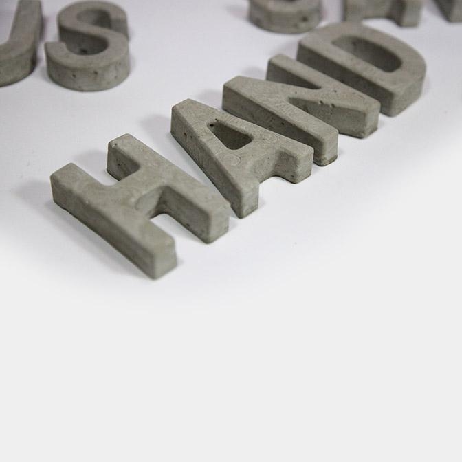 In Handarbeit gefertigte Beton-Buchstaben