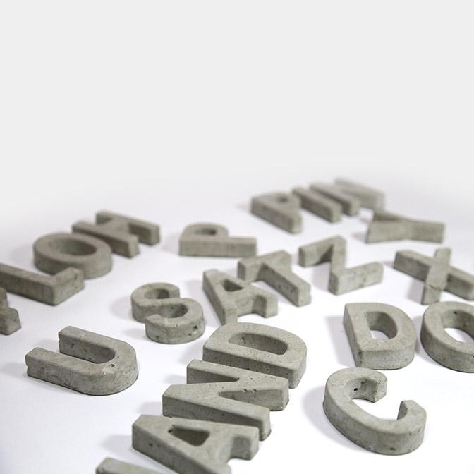 Beton-Buchstaben zum auswählen. In Handarbeit gegossen.
