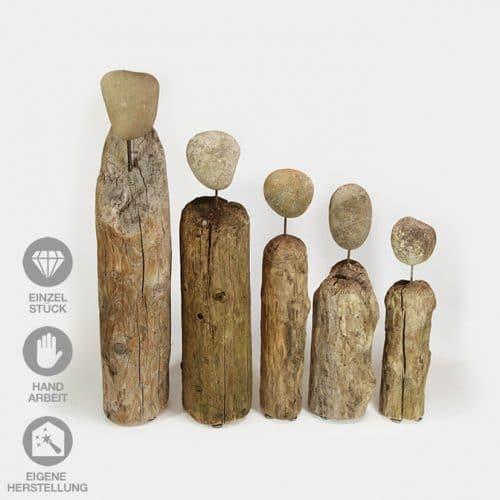 In Handarbeit gefertigte Familie (5) aus Treibholz mit Steinköpfen