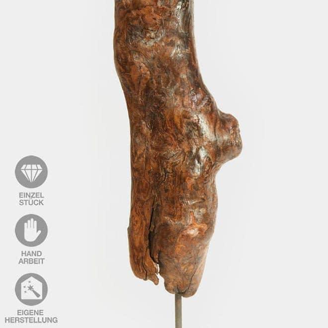 """Ausschnitt der Holz-Skulptur """"Specht Zuhause"""""""