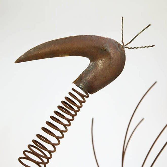 Kopf eines Flamingos aus verrostetem Metall