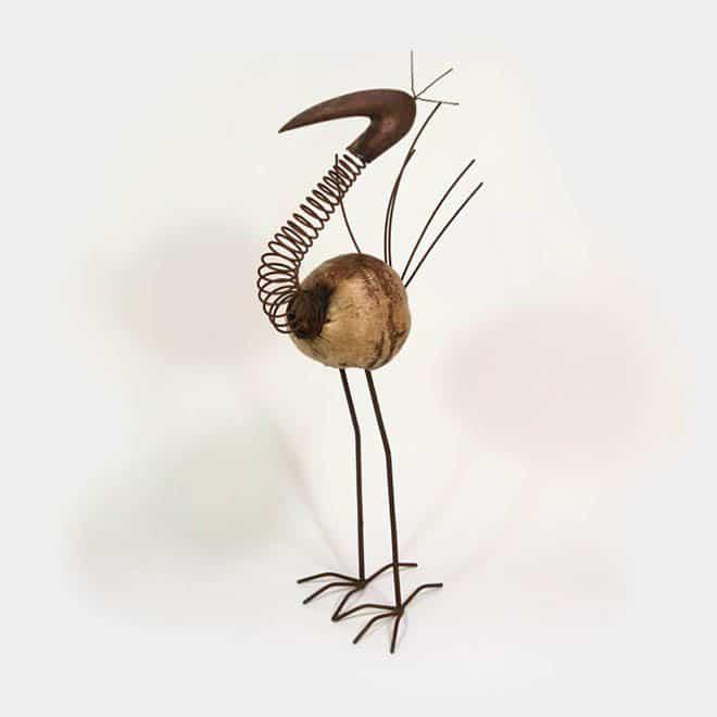 Skulptur Flamingo aus verrostetem Metall mit Kokosnuss-Körper