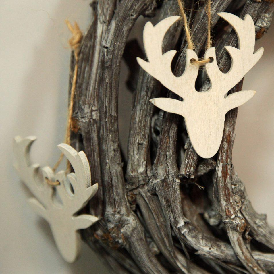 weiße Holz-Hirsche zum aufhängen