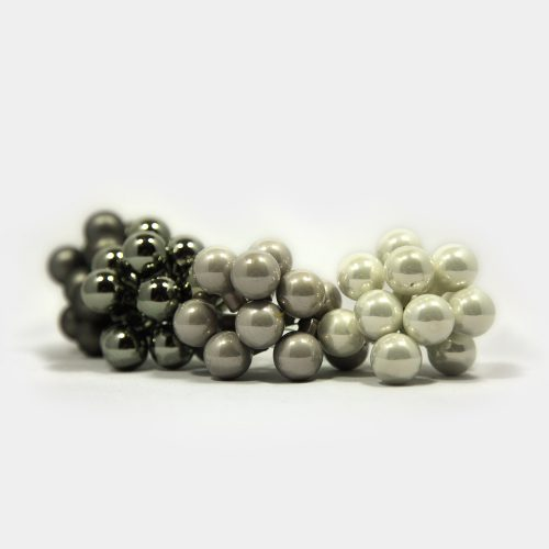 kleine, weiß-silber-graue Weihnachtsbaum-Glasperlen mit Draht