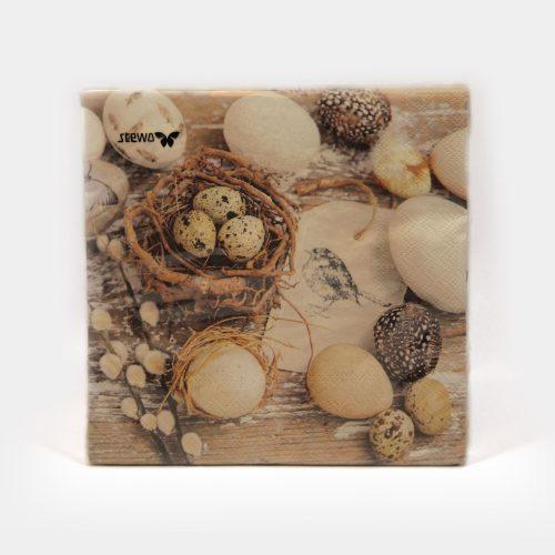 Papier-Servietten zu Ostern mit verschiedenen Eiern