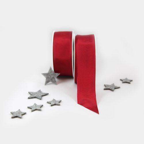 rotes Geschenkband mit Draht verstärkt