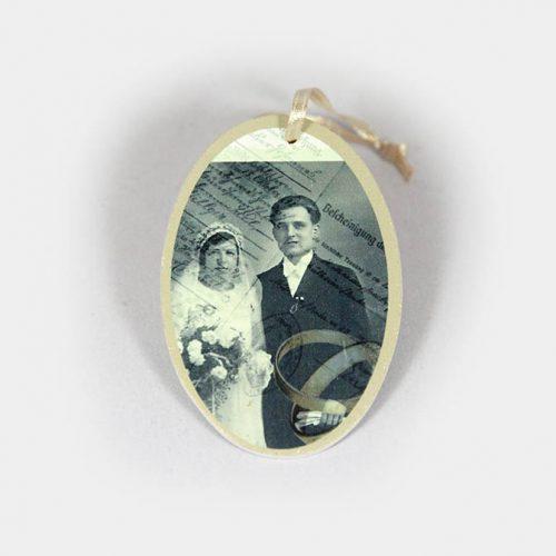 ovaler Hochzeits-Anhänger mit Brautpaar Nostalgie