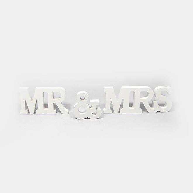 "weißer Holz-Schriftzug ""MR. & MRS."""