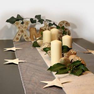 Weihnachts-Festtafel XMAS creme mit Zapfen-Girlande