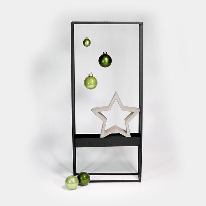 Deko-Rahmen (Metall, Höhe 70cm) mit Zement-Stern und grünen Glaskugeln