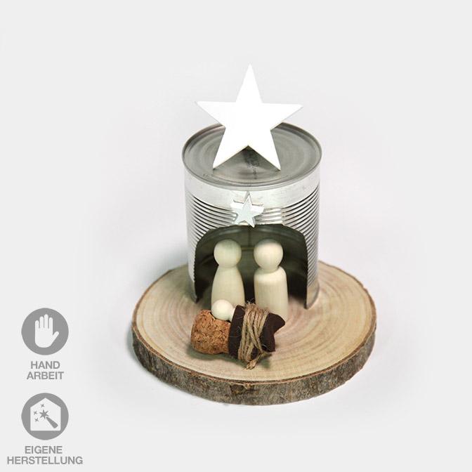 Einfache, witzige Krippe aus Holzfiguren, Dose und Holzscheibe