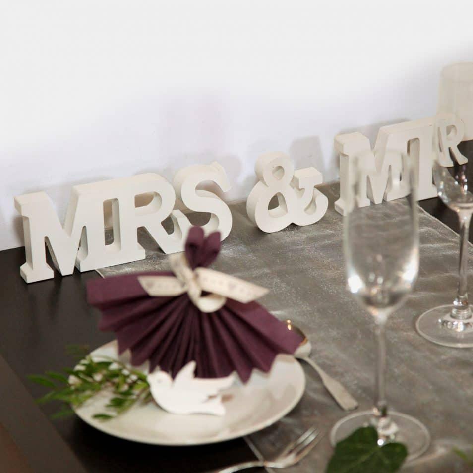 Deko-Set Hochzeitstafel MRS.&MR. Schriftzug weiß