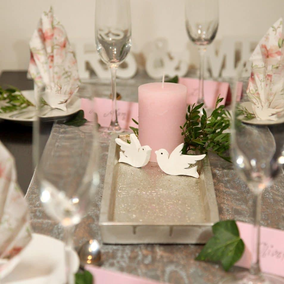 Deko-Set Hochzeitstafel Magnolie silbernes Tablett, rosa Kerze, weiße Tauben