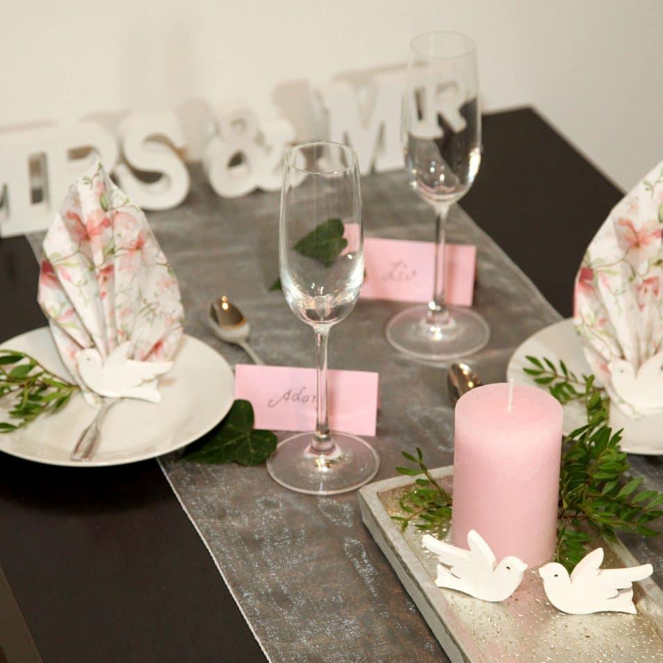 Deko-Set Hochzeitstafel Magnolie MRS.&MR., rosa Kerze, weiße Tauben