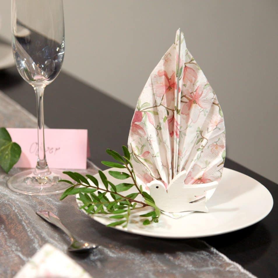 Deko-Set Hochzeitstafel Magnolien- Serviette mit weißer Taube