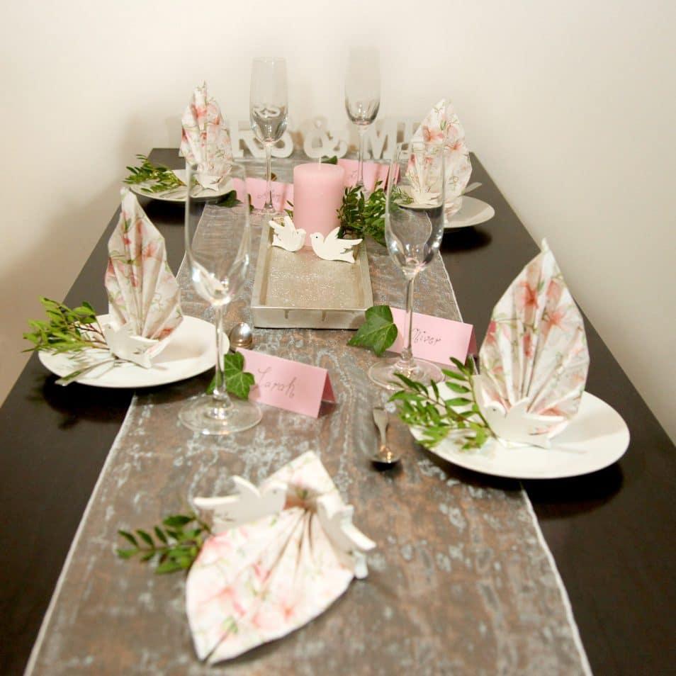 """Wunderschöne Hochzeitstafel """"Magnolie"""" in rosa"""