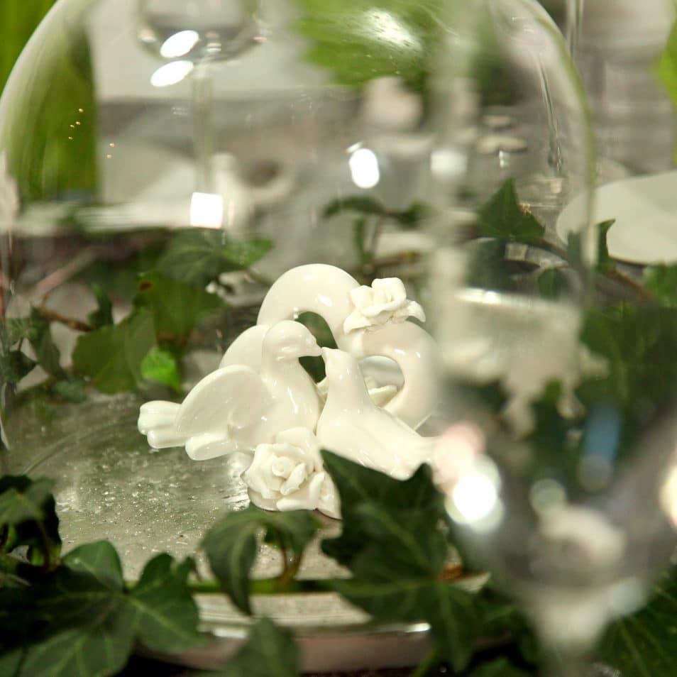 Hochzeitstafel Romantik weiße Tauben mit Herz