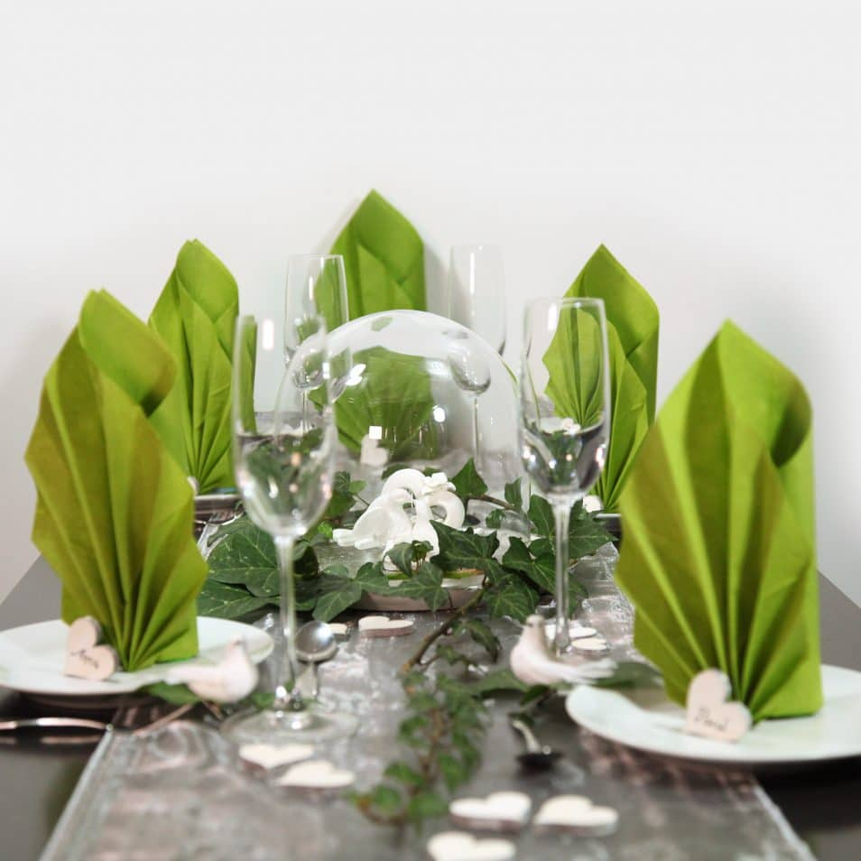 Wunderschöne Hochzeitstafel grüne, elegante Servietten